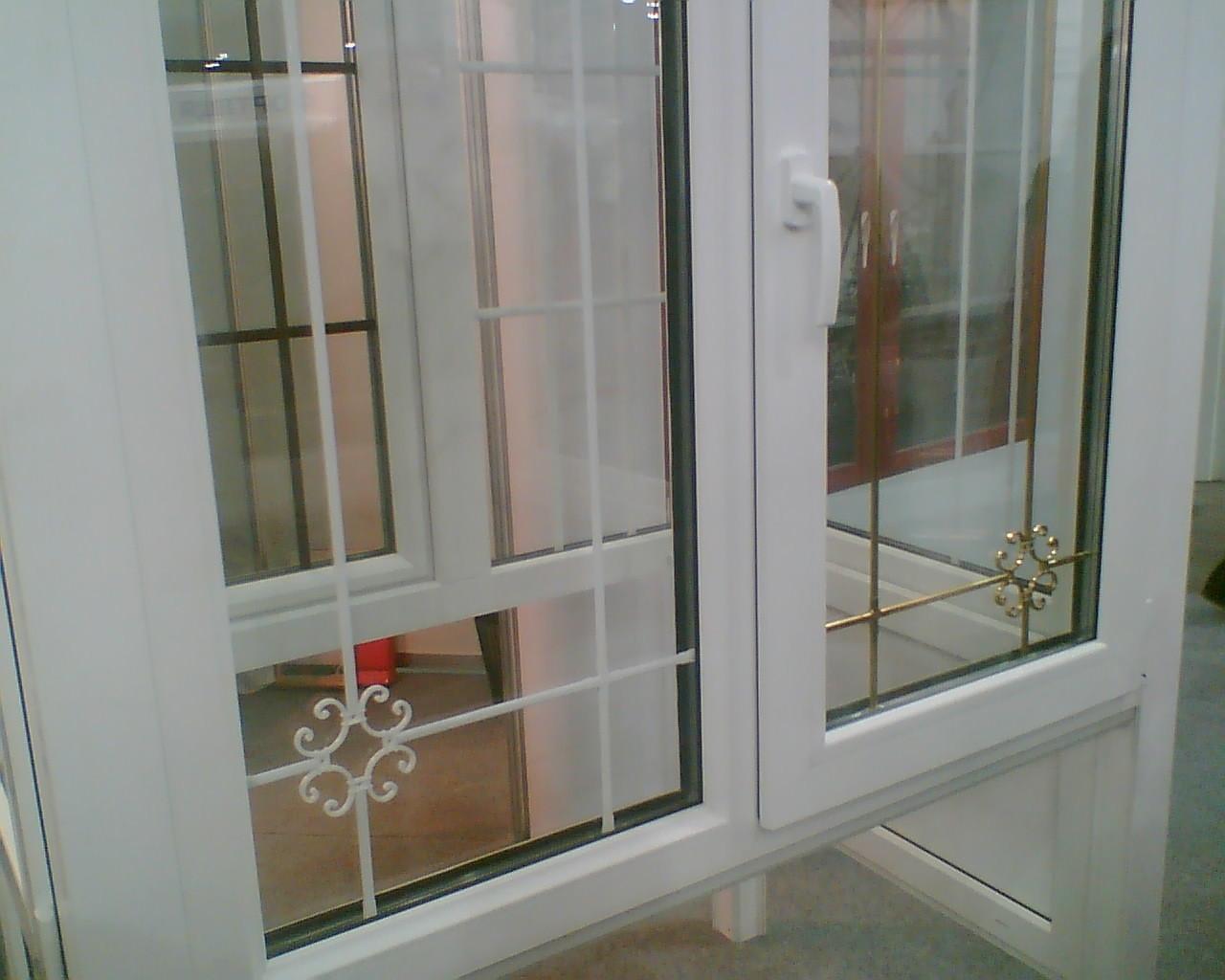 Металлопластиковая дверь на балкон..