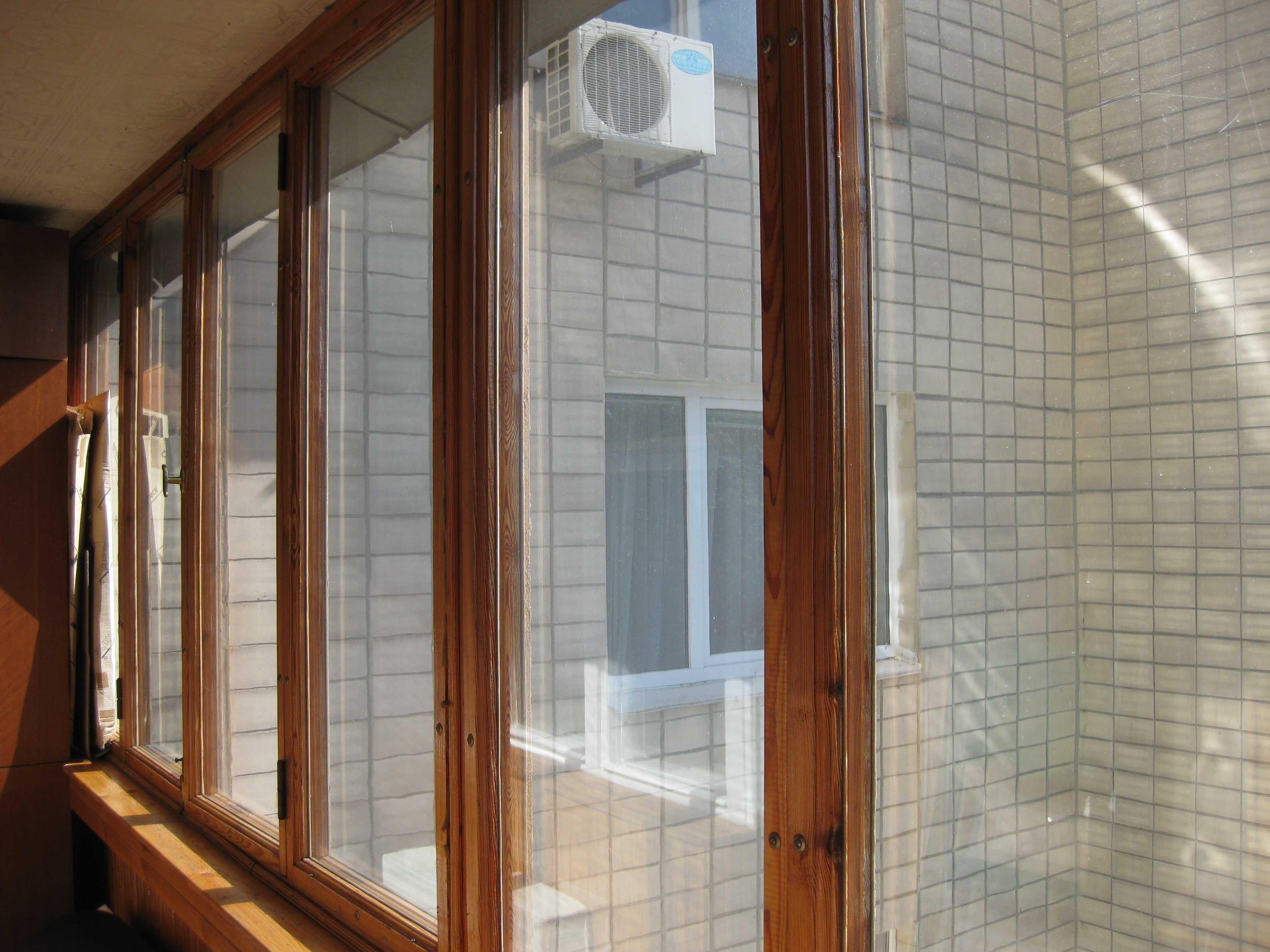 Окна деревянные на лоджию
