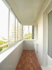 """Остекление балконов и лоджий. Фабрика окон """"Открытые окна""""."""