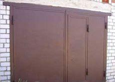 Ворота гаражные двустворчатые с калиткой.