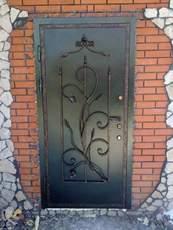 Установка металлических входных дверей. Порталы.