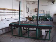 Стеклоцех, стол для резки, для герметизации.