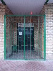 Решётчатая дверь в тамбур